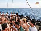 Voyage enterrement de vi de garcon jeune fille partie bateau